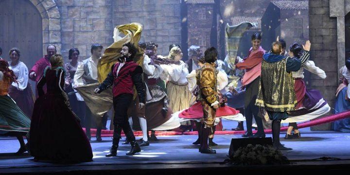 Figuración para el musical 'Franciscus: una razón para vivir,' en el Palacio Euskalduna